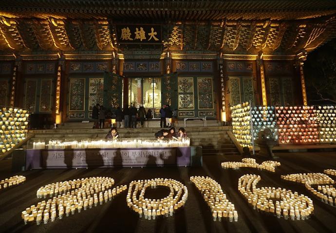 দ. কোরিয়ায় সিউলে জোগিয়ে বৌদ্ধমন্দির সেজেছে নতুন বছরের সাজে