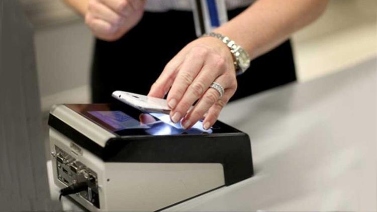 passport-using-smartphone