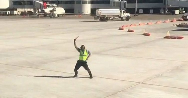 airport-worker